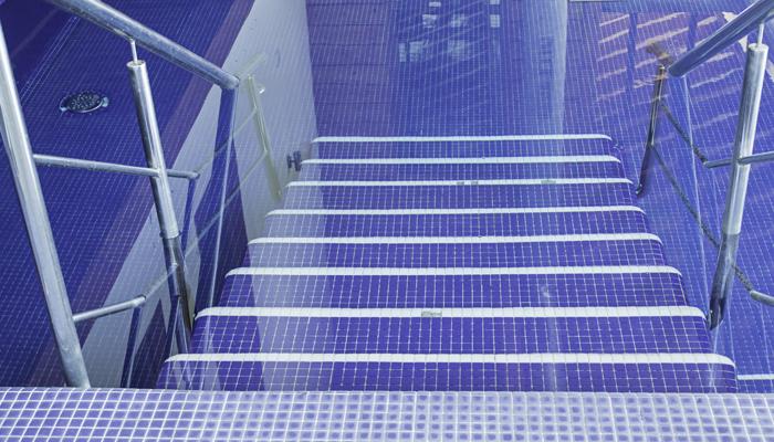 antidrapant pour des escaliers extrieurs escalier en bois. Black Bedroom Furniture Sets. Home Design Ideas