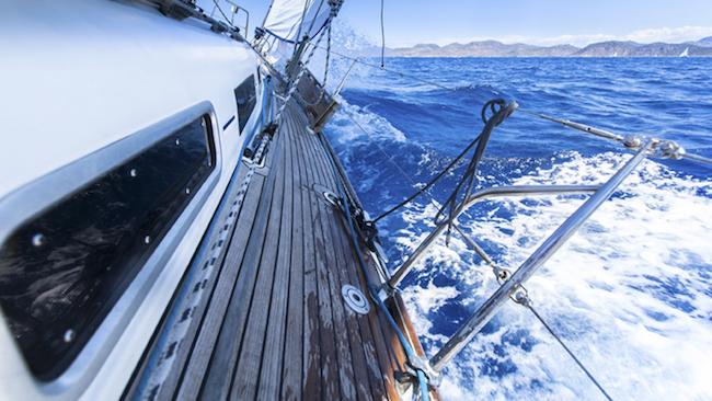 Entretenir le pont de son bateau avec GriP Sols