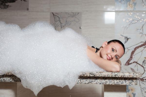 Travaux dans la salle de bains, appliquer GriP antidérapant